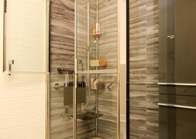 Installation d'une douche adaptée aux personnes à mobilité réduite