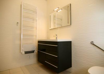 Installation de l'électricité dans une salle de bain (sèche serviettes, lumière, prises...)