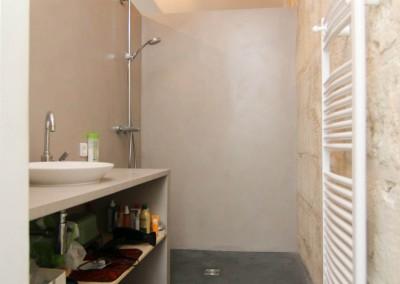 Salle de bain contemporaine avec douche